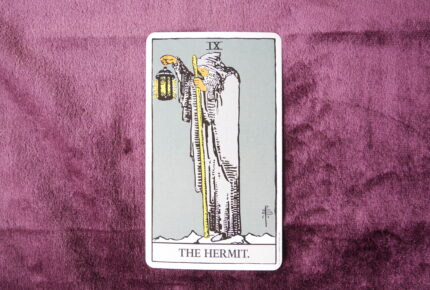 タロットカード・大アルカナ「隠者」:揺るぎない「叡智」は「自分の時」の中から生まれていく