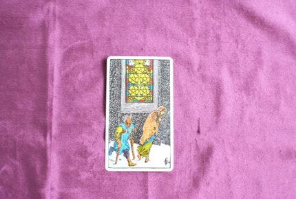 タロットカード・小アルカナ「ペンタクルの5」:どうしようもない時は「逆さま」から見てみよう