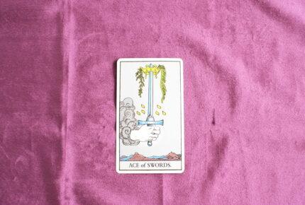 タロットカード・小アルカナ「ソードのエース」:自分の「言葉」で説得する力を持つための「過程」