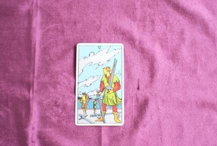 タロットカード・小アルカナ「ソードの5」:「勝者」は「敗者」の上に立っている