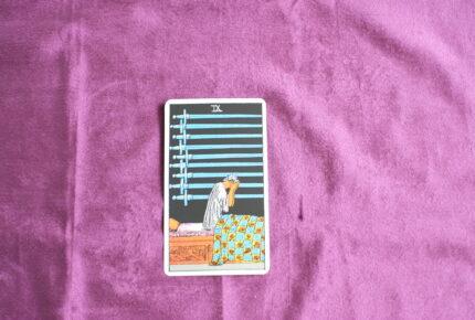 タロットカード・小アルカナ「ソードの9」:「先」は見えないから「先」に答えを求めても意味がない