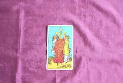 タロットカード・小アルカナ「カップの3」:実りは皆んなで分かち合うもので決して独り占めはできない