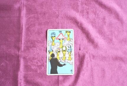 タロットカード・小アルカナ「カップの7」:夢と幻想と空想と限りなく広がっていく思いと向かい合う