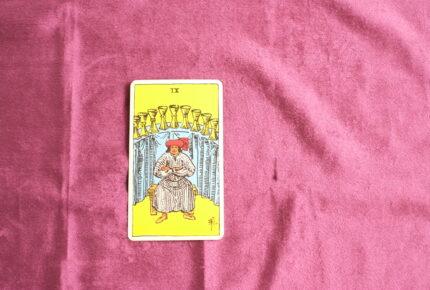 タロットカード・小アルカナ「カップの9」:「幸福」を受け取る「覚悟」はできていますか?